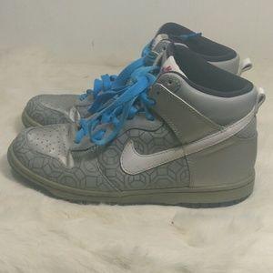Nike zoom sneakers.